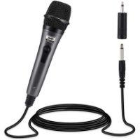 Micrófono de mano. Es decir, un micrófono de bobina móvil que contiene un micro núcleo y una parrilla de hierro de forma esférica. Puedes utilizarlo para grabar un podcast, un vídeo para tu canal de YouTube, cantar en un karaoke, hacer una copia de grabación en estudio y mucho más. Este modelo es de color negro. oFrece una calidad excepcional.