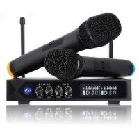microfono inalambrico de emisores de color negro. Ofrece un sonido de calidad.